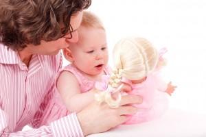bebé, como aprende conoce y experimente el bebe, como jugar con el bebe, como se desarrollan las habilidades del bebe, como se potencia la autoestima del bebe
