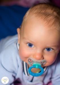 bebé que no duerme, beneficios del chupete, buen uso del chupete, caries en bebés, caries en niños (2)