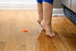 Child on tiptoe.