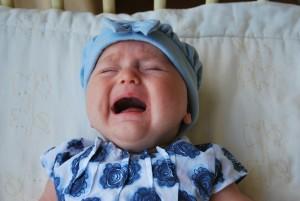 como tranquilizar al bebe que llora, como tratar los cólicos de los bebes