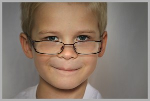 miopia en niños, hipermetropía en niños, astigmatismo en niños, ambliopía en niños, ojo vago en niños, estrabismo en niños, fracaso escolar en niños.